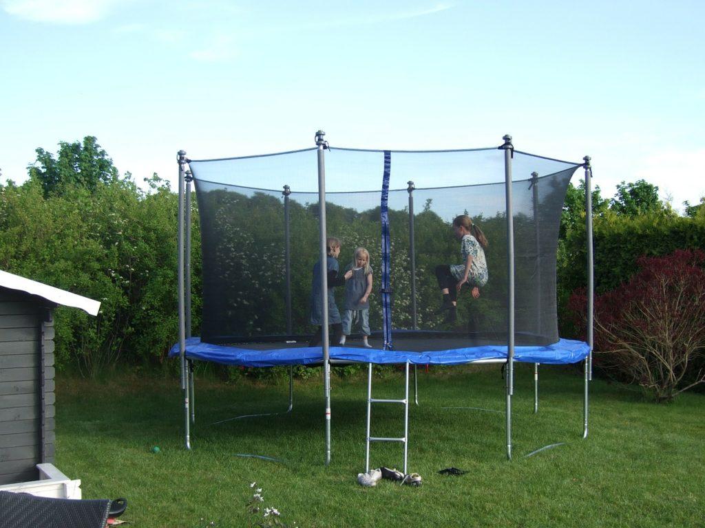 trampolina do ogrodu
